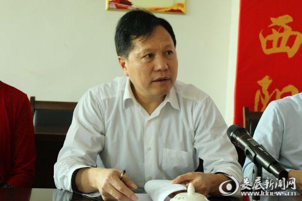 市人大常委会党组书记、常务副主任谢志雄认真听取工作汇报