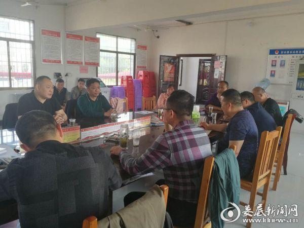 副区长刘建斌在座谈会上指导扶贫攻坚工作1