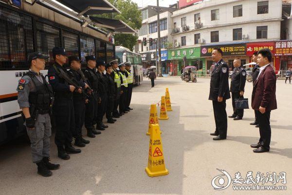 双峰县副县长、县公安局局长黄祥光赴基层一线看望慰问执勤民警并督导节日安保工作