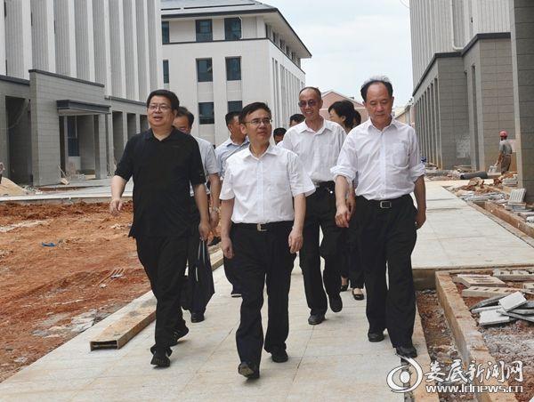 黄春阳一行到市强制隔离戒毒所了解项目建设情况 (2)