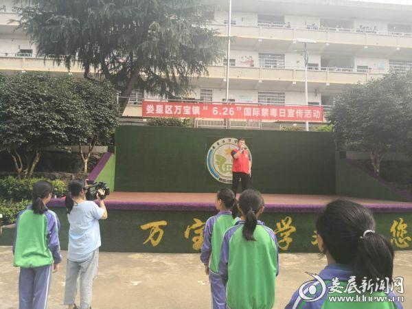 (万宝镇专职副书记刘东胜发言)