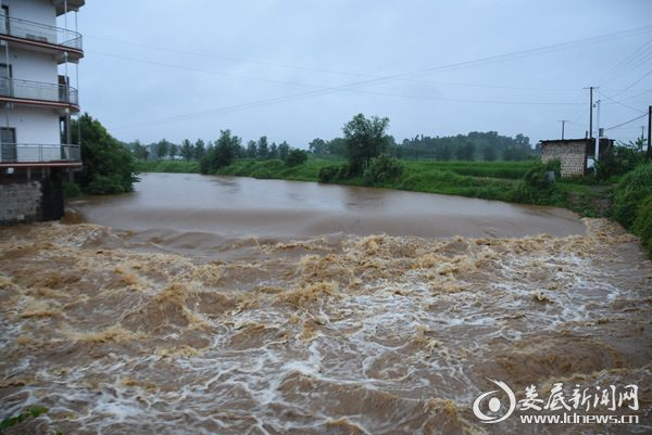 强降雨及水库泄洪使侧石河水位上涨