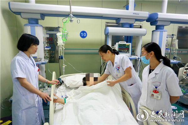 """46岁产妇遭遇""""羊水栓塞"""" 产科、妇科、ICU专家联手力战""""孕产死神"""""""