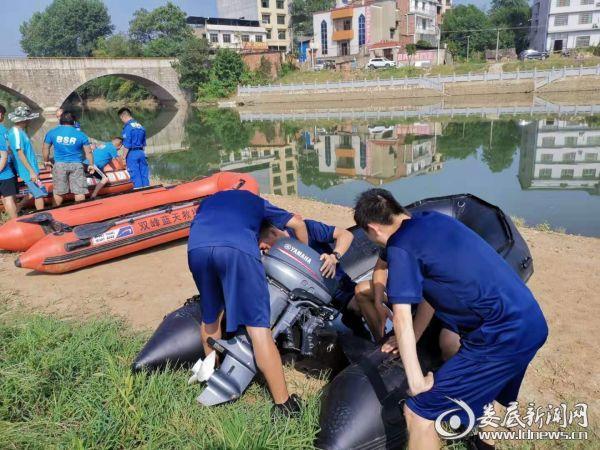 20190812湖南双峰消防大队与蓝天救援队联合开展水域救援训练3
