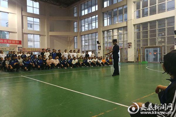 冷水江市消防大队开展消防宣传进军训活动