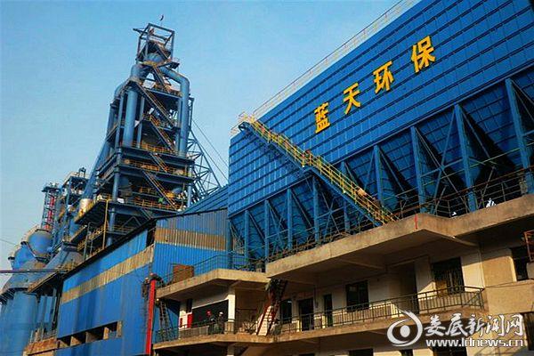 地处冷水江市的湖南博长控股集团冷钢环保清洁炼铁厂高炉生产区。熊又华 摄DSC_5165