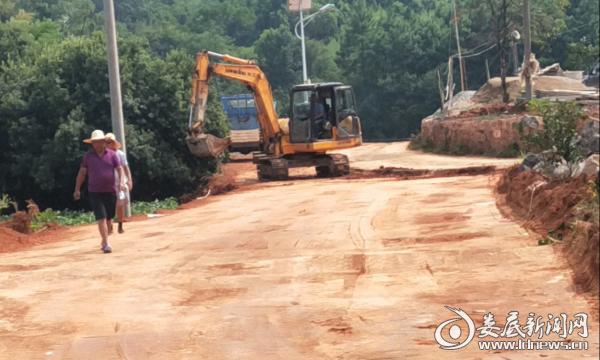 万宝镇加速推进惠民公路建设
