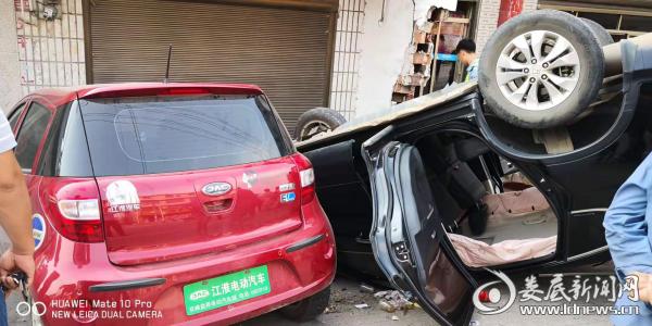 """双峰一司机疲劳驾驶出事故 交警提醒:犯困切勿""""瞎""""坚持"""