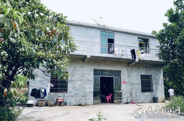 在政府、基金会及爱心人士的帮助下,王伊萍家建起了新房