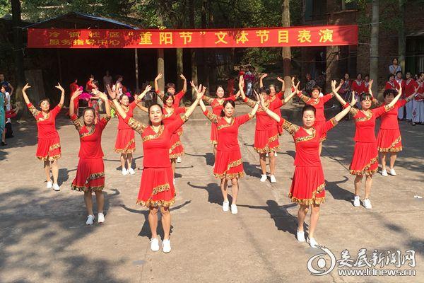 冷钢健美队表演舞《共筑中国梦》。熊又华 摄DSC_7451-
