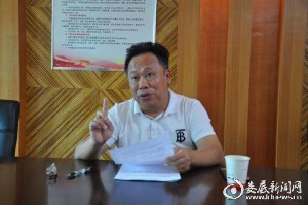 图为市卫生健康委员会党组成员、副主任王健云正在讲话