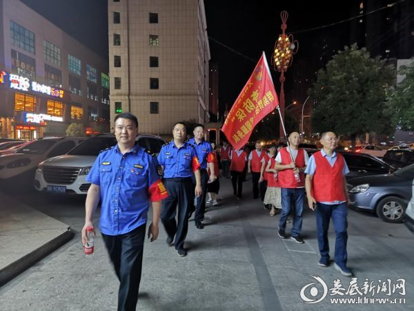 """万宝新区城管志愿者参加小科社区""""查防保""""夜巡"""