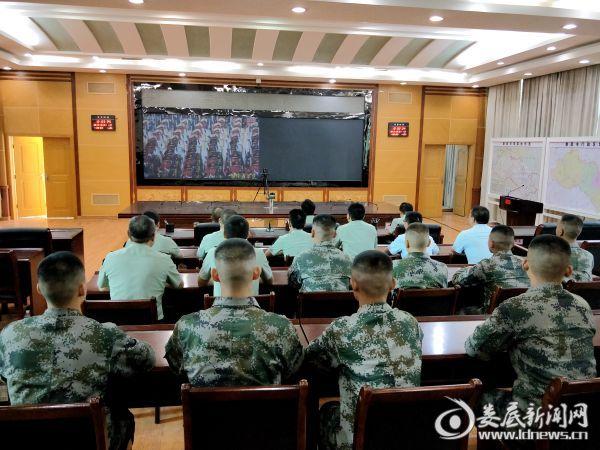 娄底军分区组织收看庆祝中华人民共和国成立70周年大会、阅兵式和群众游行实况直播