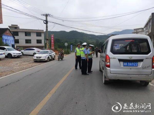 新化县交警大队圆满完成国庆期间道路交通安保任务