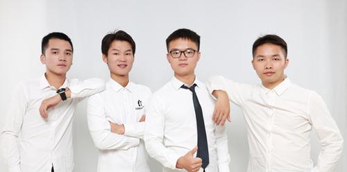 3-2邹辉(右二)和他的团队