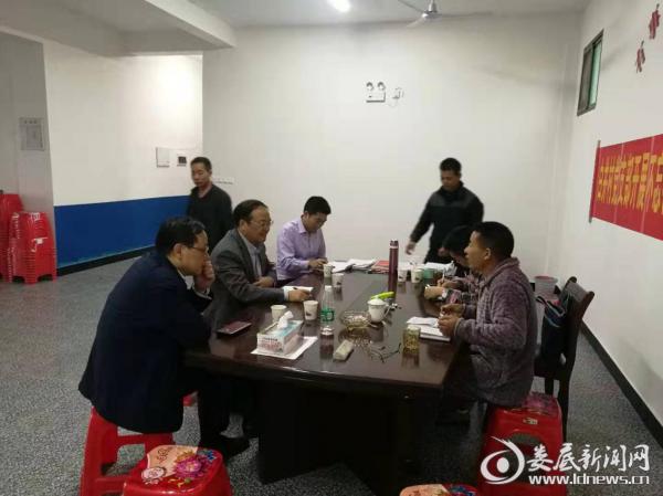 新化县政协主席赴洋溪镇调研抓党建促脱贫攻坚工作