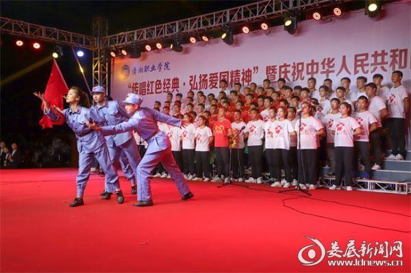 潇湘职业学院举行庆祝中华人民共和国成立70周年合唱比赛