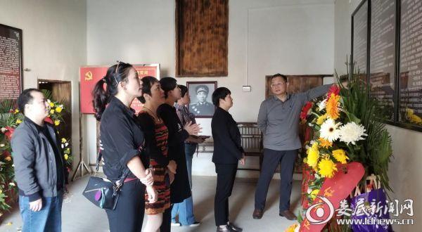 与会人员赴李聚奎上将故居接受革命传统教育