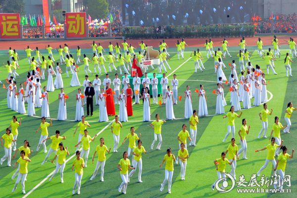 """快闪表演:""""我爱你中国""""。熊又华 摄DSC_8608_"""