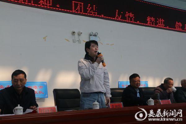 (省老年人体育协会秘书长黄湘琪宣布比赛顺利闭幕)