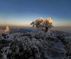 新化大熊山:天空放晴 冰雪晶莹