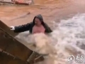 """婁底:一管道爆裂噴出近20米水柱 46歲""""冷水哥""""跳入冷水中搶修獲贊"""