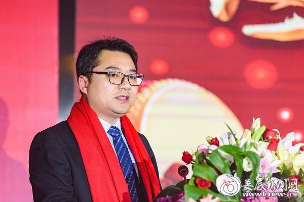 涟源农商银行党委副书记、行长王海燕致辞
