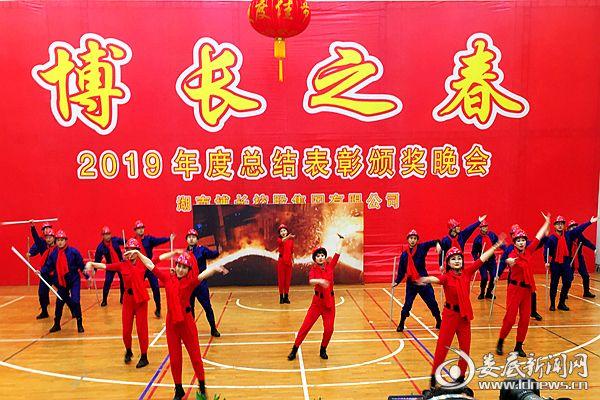 冷鋼煉鐵廠的情景舞蹈·散文詩《鐵牛舞春潮》。熊又華 攝DSC_7611