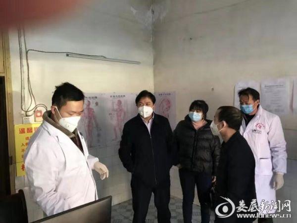 温塘镇党委书记伍汉东带队在该镇卫生院督查工作