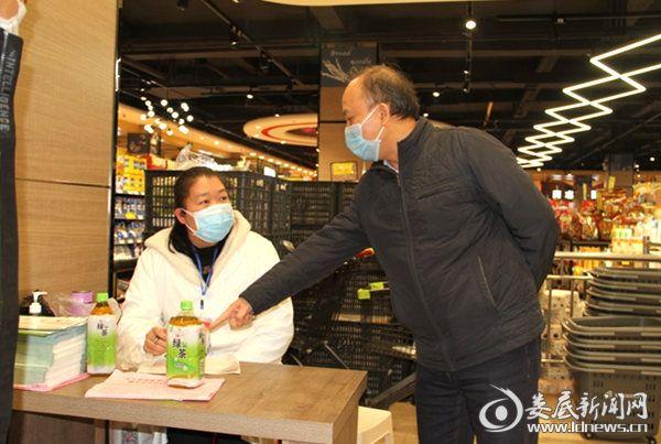 毛健刚在蓝田市场超市督导防疫工作