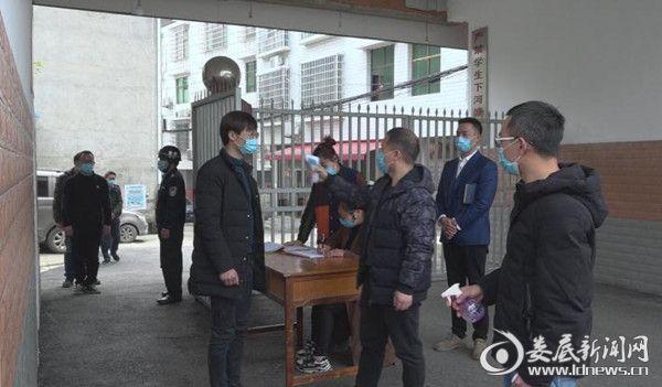 (游家镇中心学校开学演练现场)