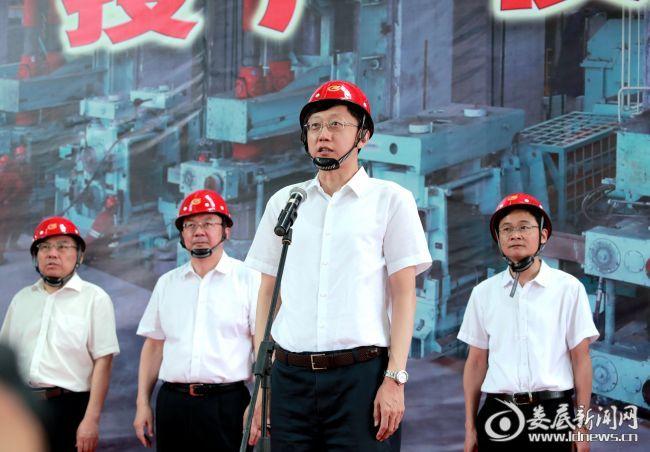 (市委书记、市人大常委会主任刘非宣布华菱涟钢棒材改造项目(棒三线)正式投产)