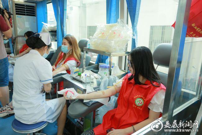 志愿者献血现场(一)
