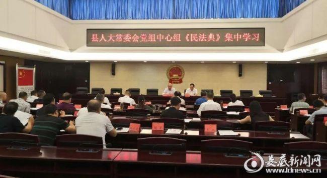 (9月4日上午,在双峰县人大常委会会议室,举办了一场《民法典》法制大宣讲)
