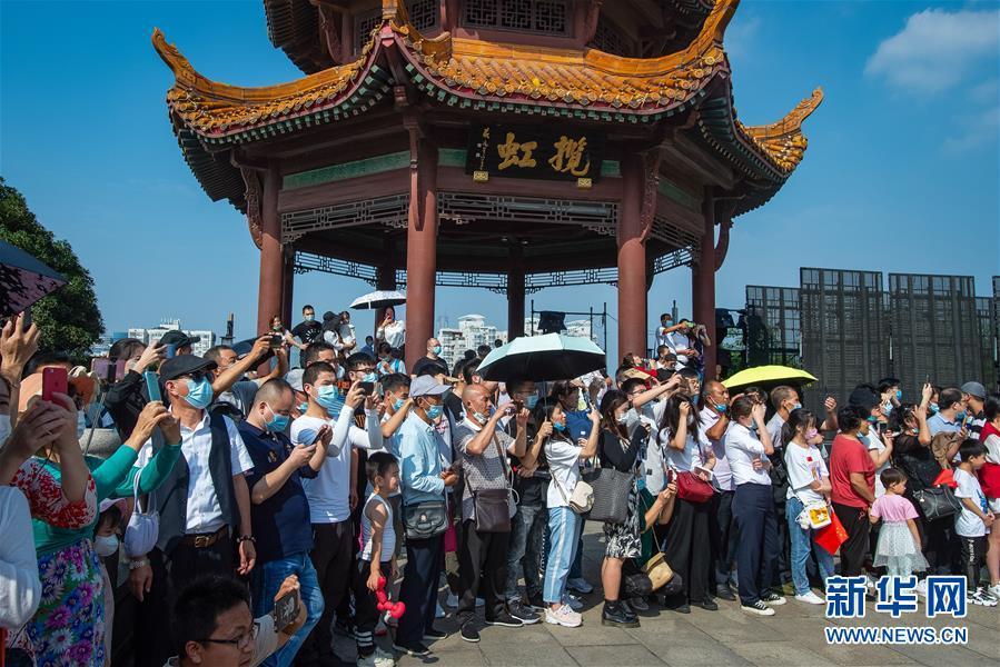 (新华全媒头条·图文互动)(2)大美中国看活力——来自国庆黄金周的一线观察