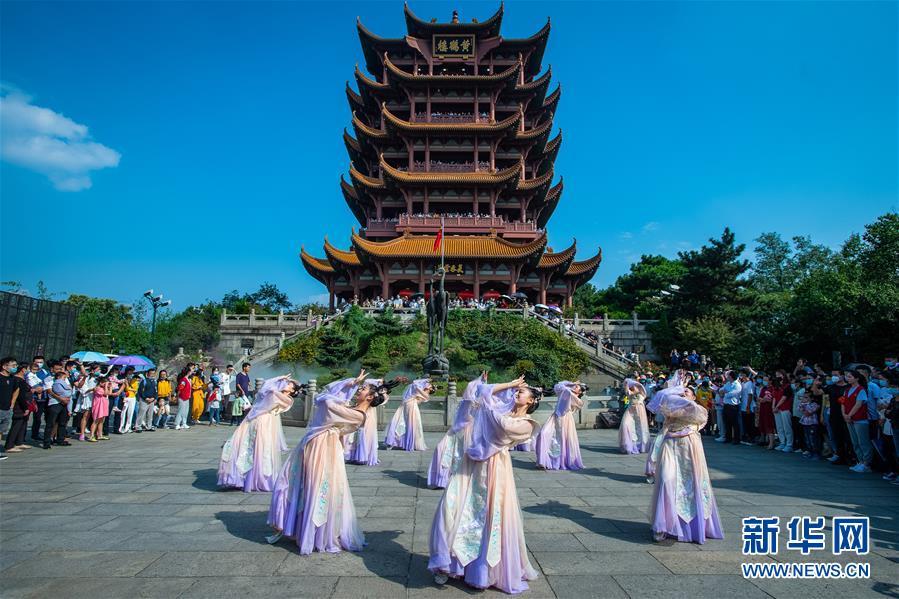 (新华全媒头条·图文互动)(1)大美中国看活力——来自国庆黄金周的一线观察
