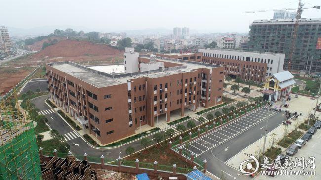 """占地面积约41亩、总建筑面积约12000平方米、总投资规模约5400万元的双峰湾田学校,于2018年9月1日正式投入使用,极大缓解了当地""""大班额""""问题 郭正航摄 13973870466"""