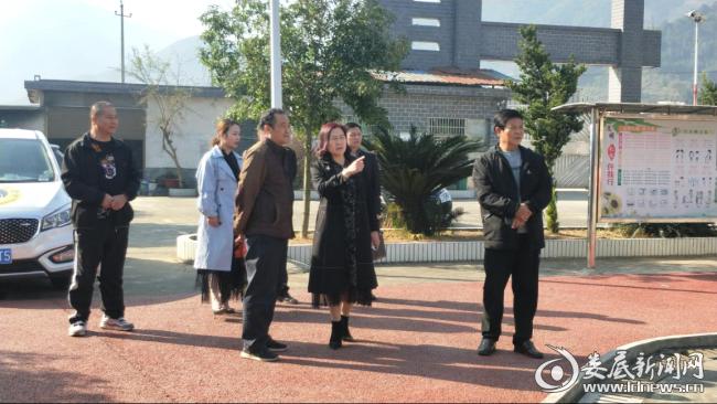 (图为刘晓英在乔安希望小学指导梅山武术进校园活动)