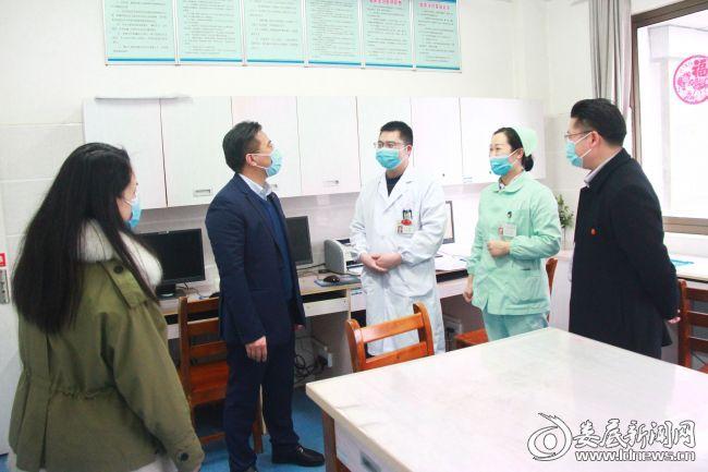 院长李红辉看望慰问医务人员