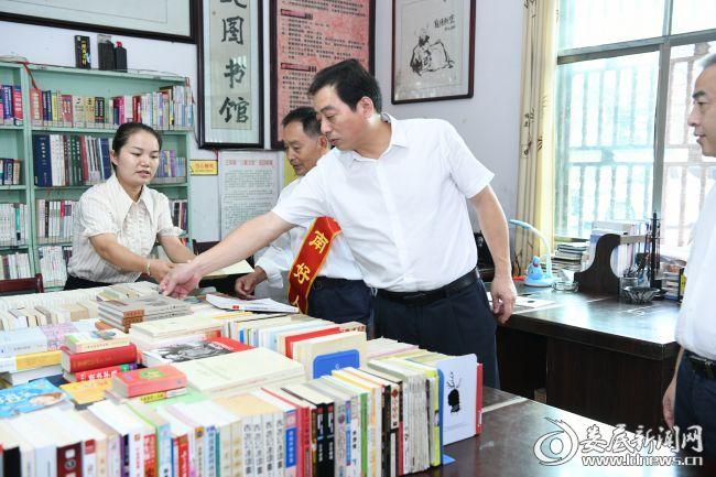 (吴建平到涟源市三甲乡实地调研了太义图书馆建设情况)