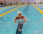 娄底选手李尹洁在湖南省第四届中学生运动会女子100米蛙泳决赛中夺冠