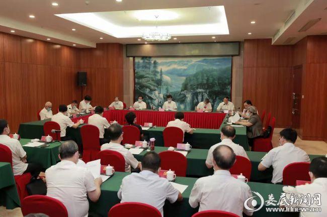 (9月26日下午,中国共产党娄底市第六次代表大会主席团第一次会议举行)