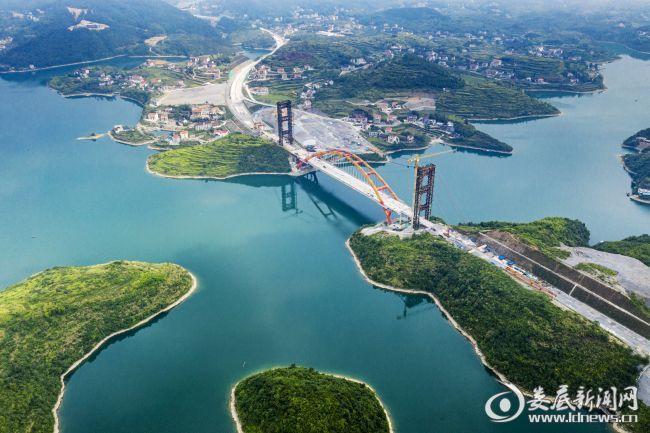 建设中的长芷高速车田江大桥