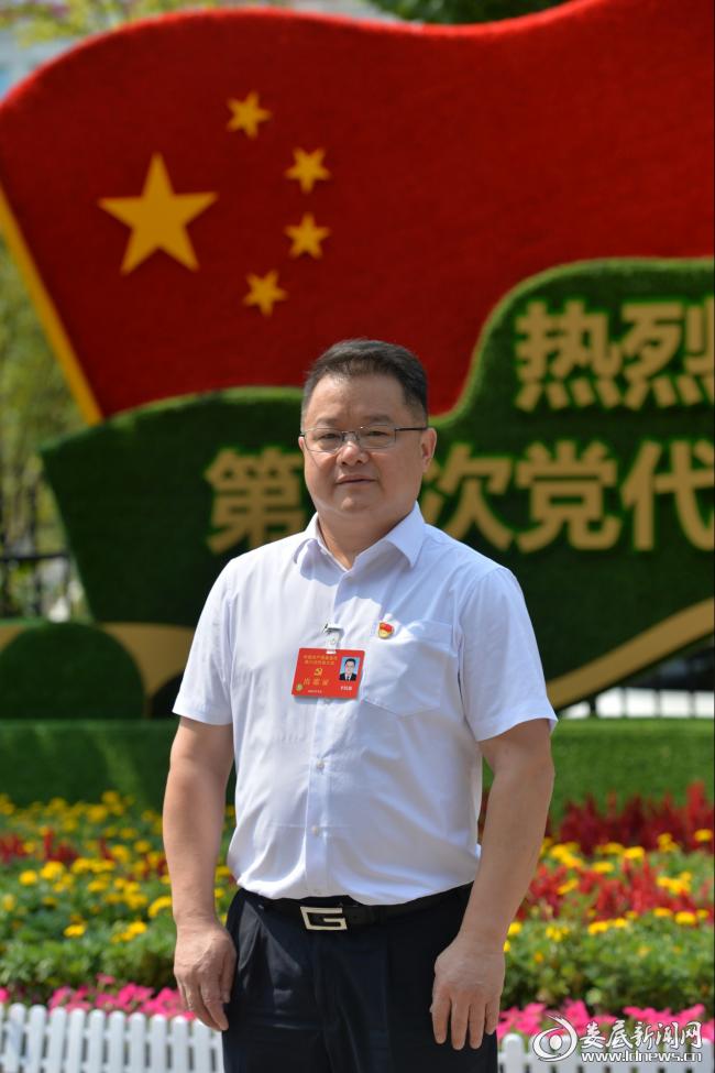 新化县委书记李铁雄