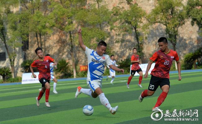 10月1日,湖南省第四届中学生运动会足球比赛在我市举行。