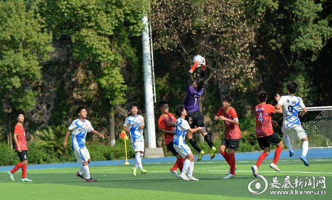 (10月1日,湖南省第四届中学生运动会足球比赛在我市举行,娄底一队以4:2的比分战胜省直队)